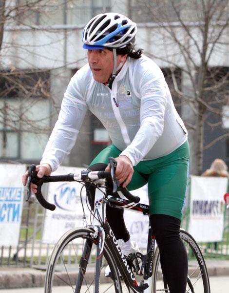 Юбилей Джамолидина Абдужапарова. Прославленному велогонщику исполнилось 50 лет!