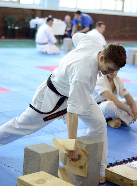 Тамешивари не для слабонервных. В Донецке прошел открытый турнир по жесткому и атлетичному виду карате