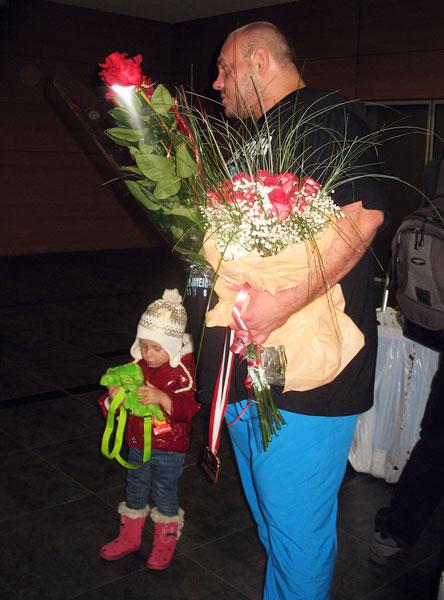 Встреча Артема Удачина и Юлии Калины после возвращения из Вроцлава. Видео телеканала ТВ-7