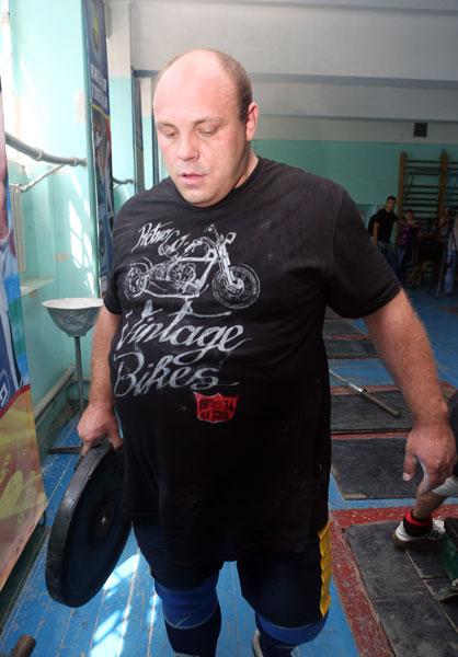 Под прицелом телекамер и взорами патриархов. Артем Удачин провел тренировку в Донецке