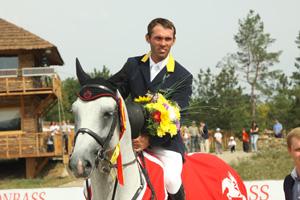 Гардемарин, вперед! Ход событий на «Донбасс туре-2011» изменила… хромая лошадь
