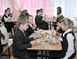 Весна начинается с… яблока. Первые фуры с витаминами для школьников и дошколят прибыли в Донецкую область