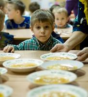 Запомнилась только колбаса. Донецкие школьники отравились готовым обедом