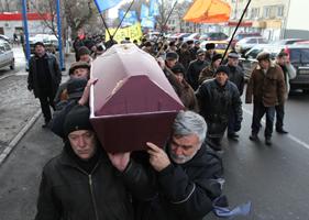 Смерть ради политики — это трагедия