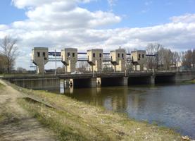 Ошибка разрушит дамбу? В Луганске вешние воды затопят 358 гектаров