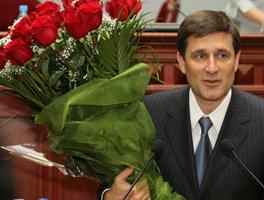 Депутаты раздали надбавки