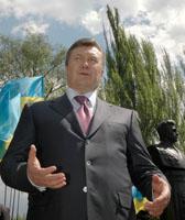 Родина зовет. В Донецкой области президент Украины Виктор Янукович  раздавал квартиры и выслушивал жалобы от населения